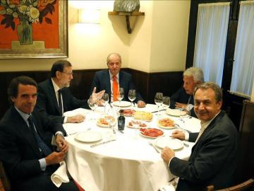 Los expresidentes Aznar, González y Zapatero cenaron junto a Rajoy y el Rey Juan Carlos.