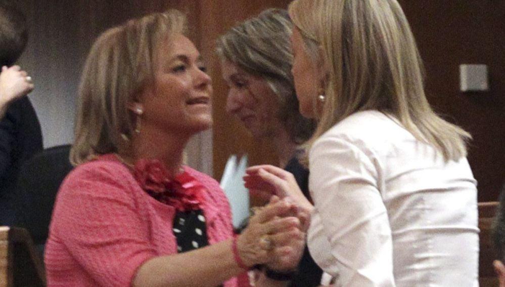 La candidata del PP, Mercedes Fernández, y la presidenta de Foro, Cristina Coto