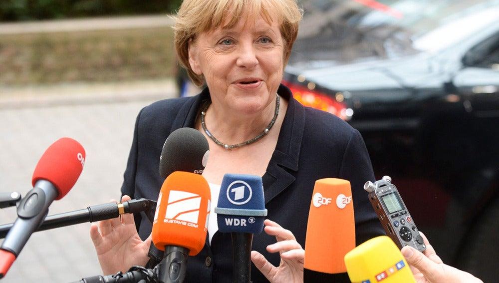 Merkel atiende a los periodistas en Bruselas