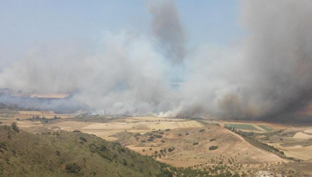 Dos pueblos evacuados por un incendio declarado en Humanes, Guadalajara