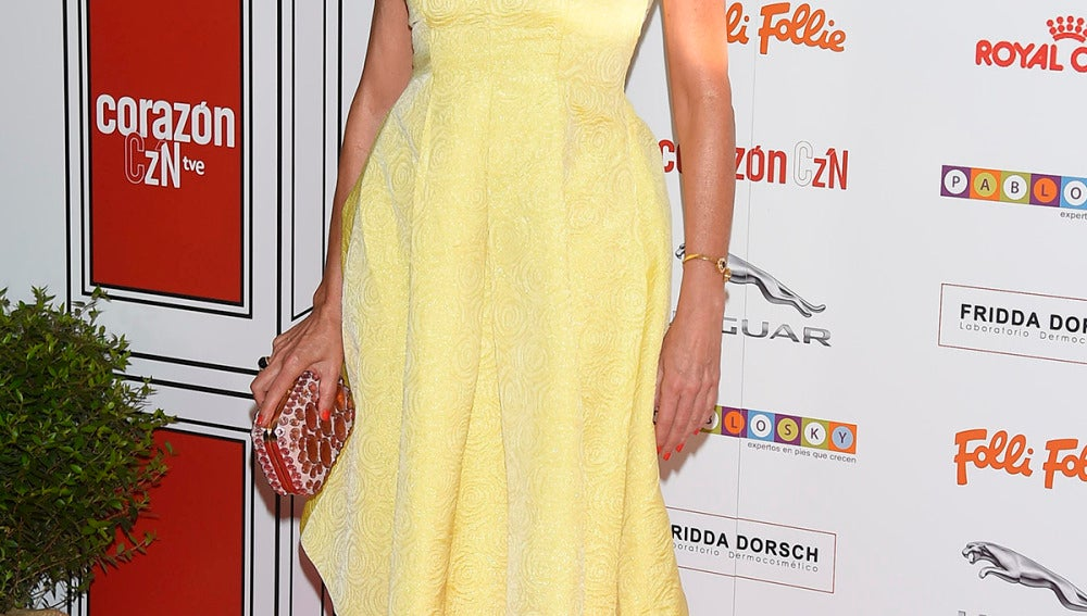 Ana Obregón lució un veraniego vestido midi en amarillo