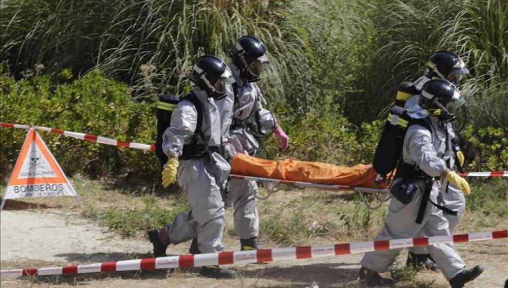 Los servicios de emergencia demuestran su potencial ante un accidente químico