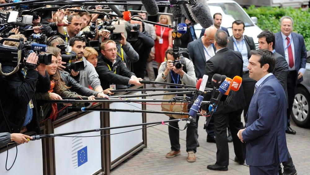 Alexis Tsipras atiende a los medios en Brsuelas