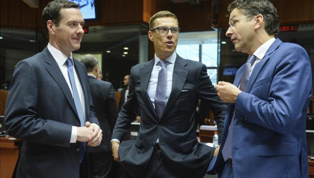El Eurogrupo acuerda 7.000 millones para Grecia y ve bases para un nuevo rescate