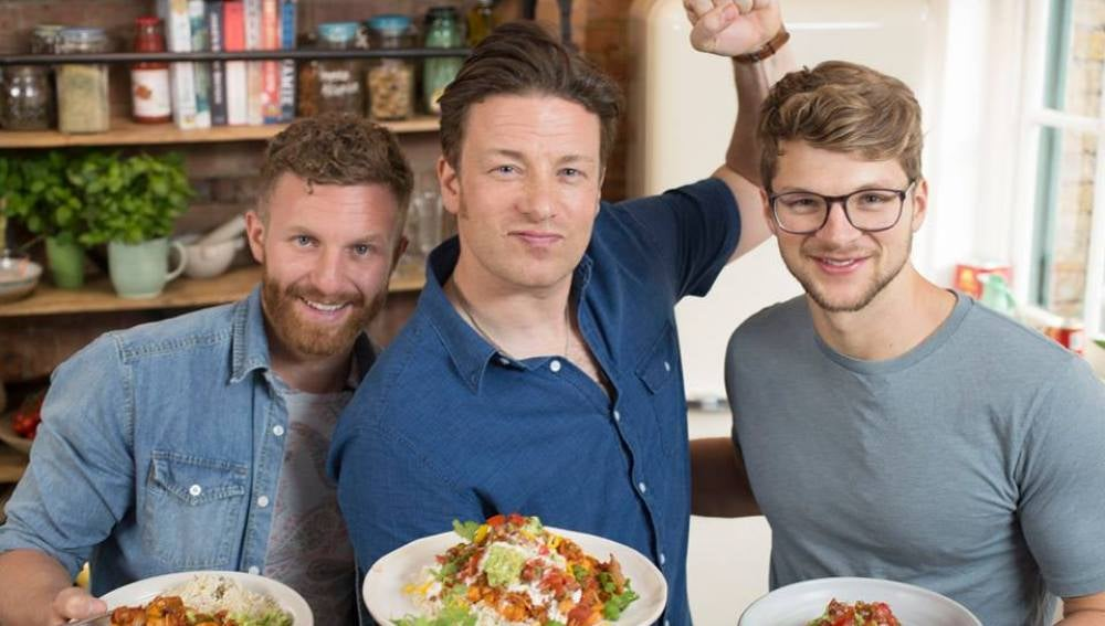 Jamie Oliver con dos coleguis. Sexys, ¿no?