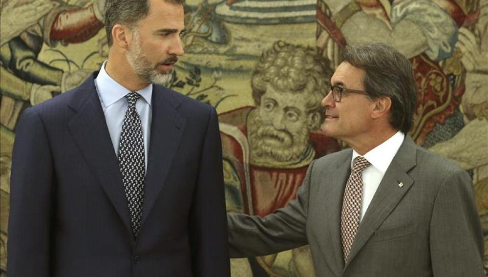 El Rey Felipe VI y Artur Mas durante la reunión en el Palacio de la Zarzuela