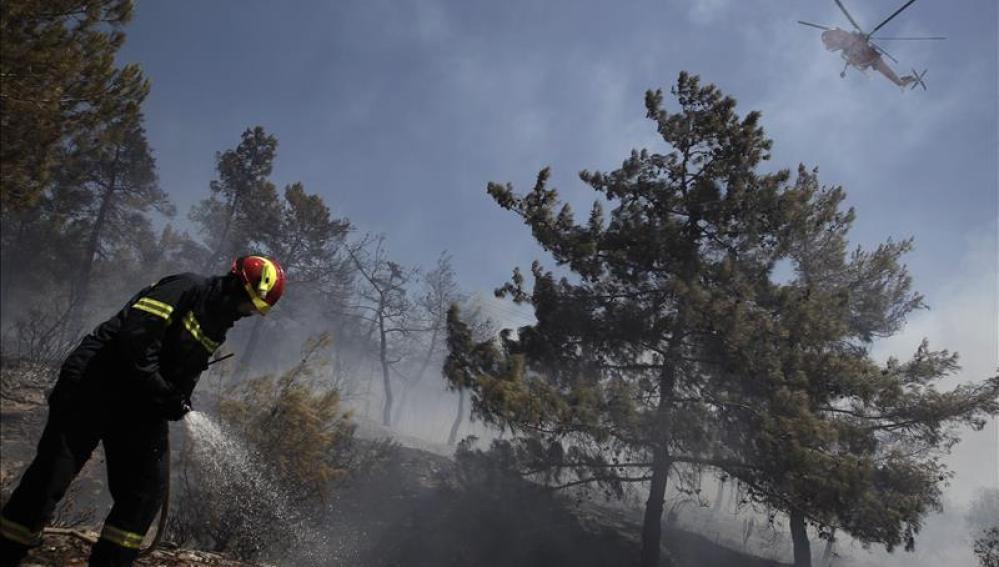 Cuatro incendios siguen activos en Grecia