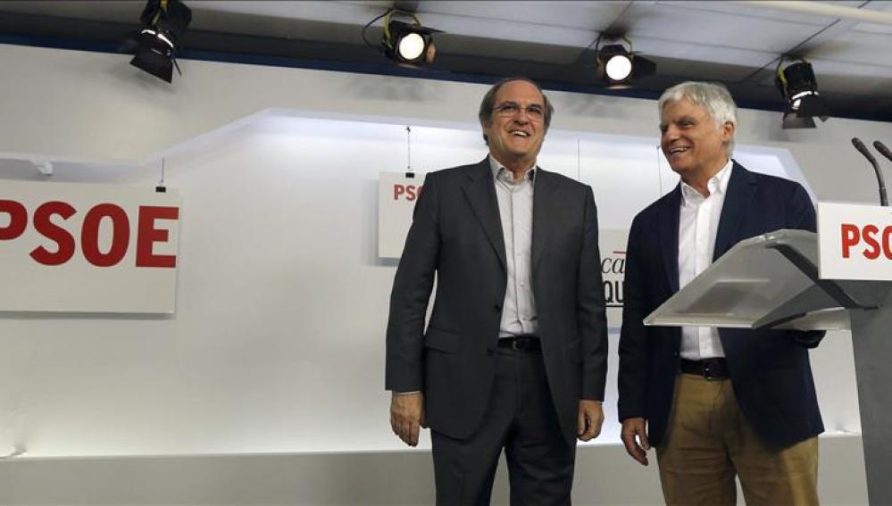 El responsable de Educación, Ciencia y Cultura del equipo de expertos del PSOE, Angel Gabilondo, y el secretario federal de Educación, José Miguel Pérez