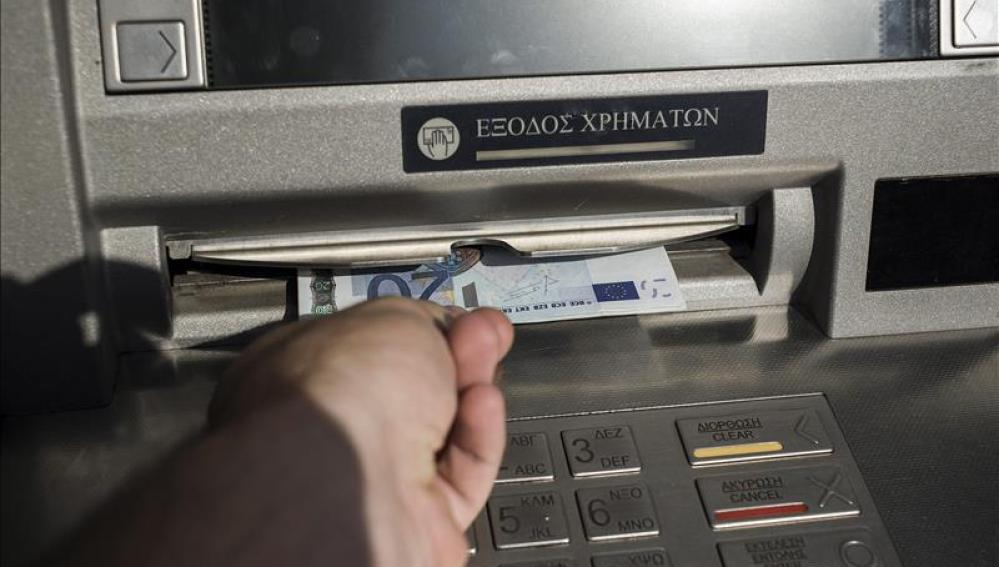 Grecia reabre los bancos
