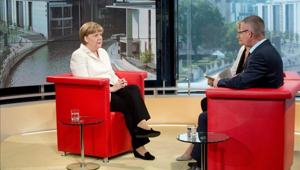 Angela Merkel en una entrevista en la radiotelevisión pública alemanaAngela Merkel en una entrevista en la radiotelevisión pública alemana