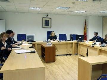 El tribunal durante la vista oral entre el Eibar, Elche y Liga de Fútbol Profesional