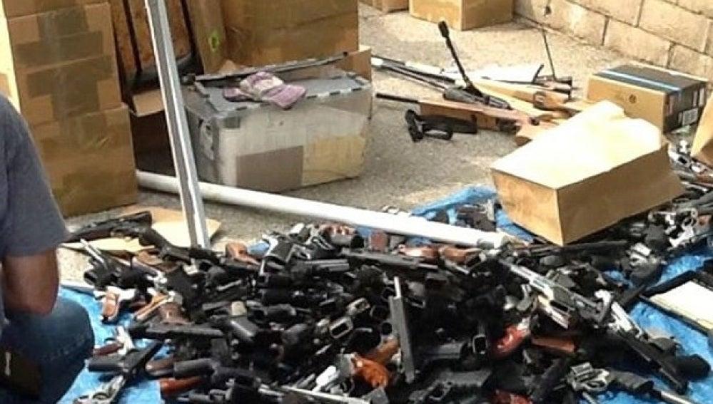 Algunas de las armas encontradas en el domicilio
