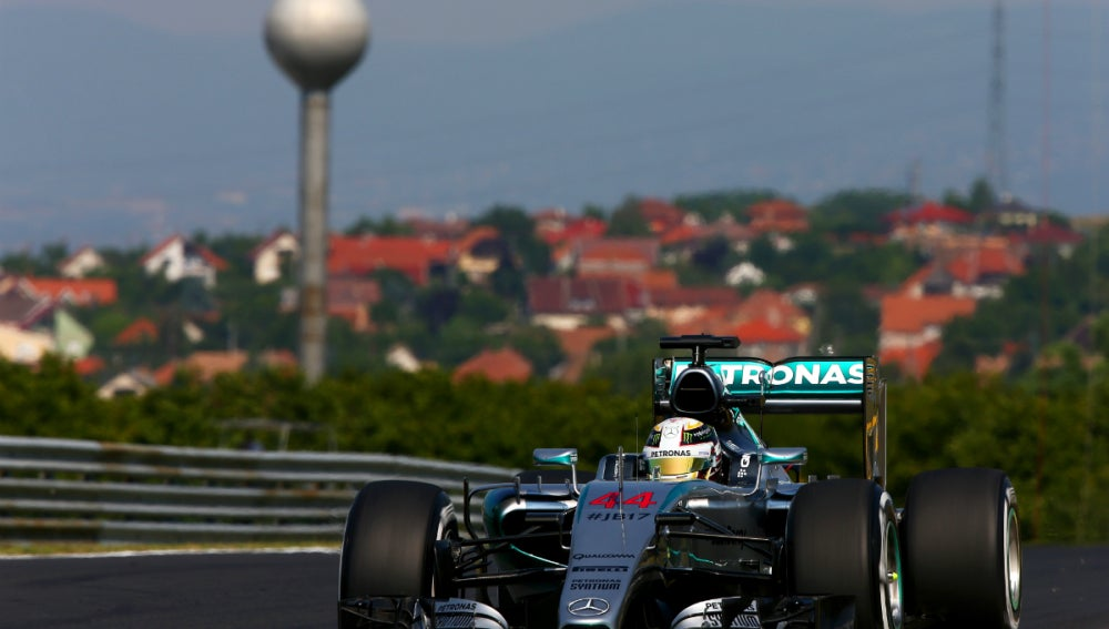Hamilton rueda en Hungaroring