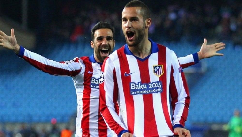 Mario Suárez celebra un gol con el Atlético