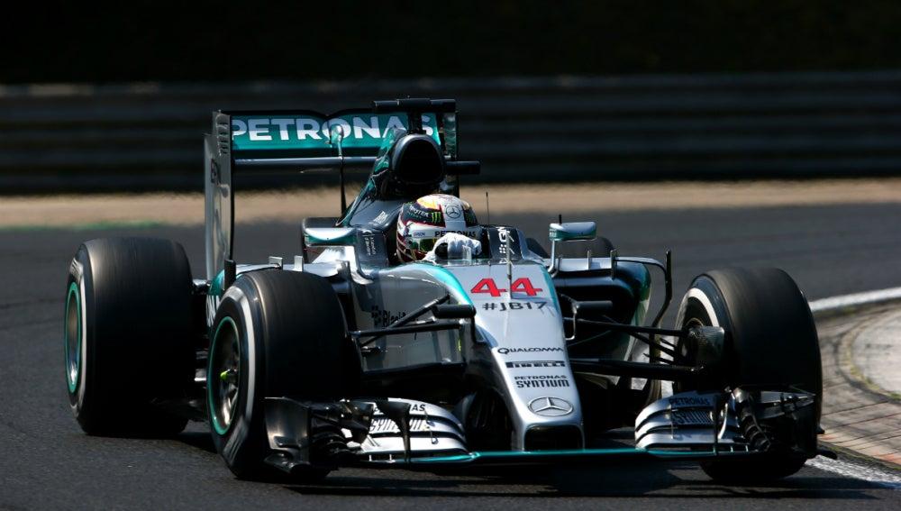 Hamilton rueda por Hungría