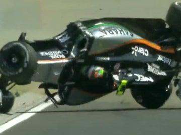 El Force India de Sergio Pérez,boca abajo