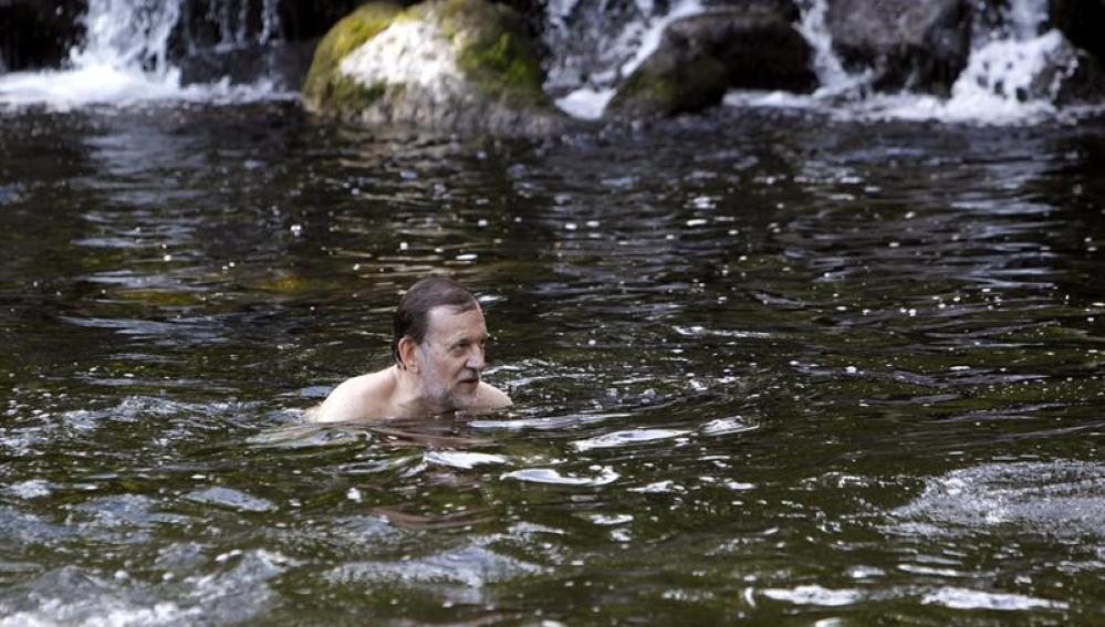 Baño de Rajoy en el río Umia