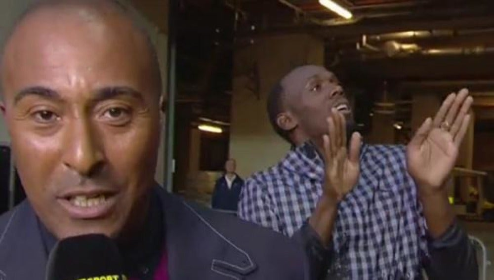 Usain Bolt saca burla a un reportero