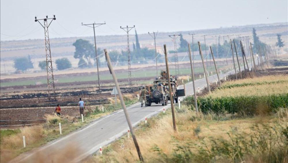 Tropas turcas patrullando la frontera