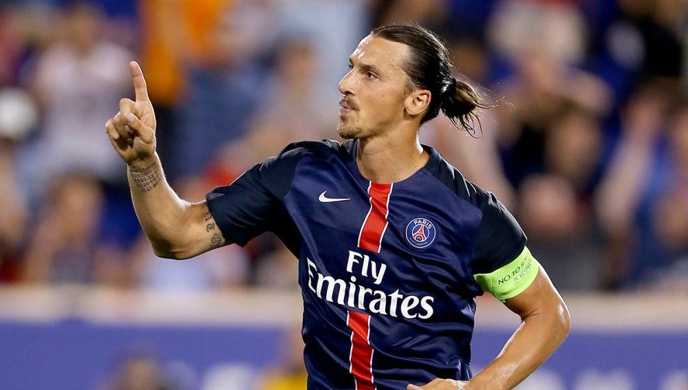 Zlatan Ibrahimovic celebra un gol con el París Saint-Germain