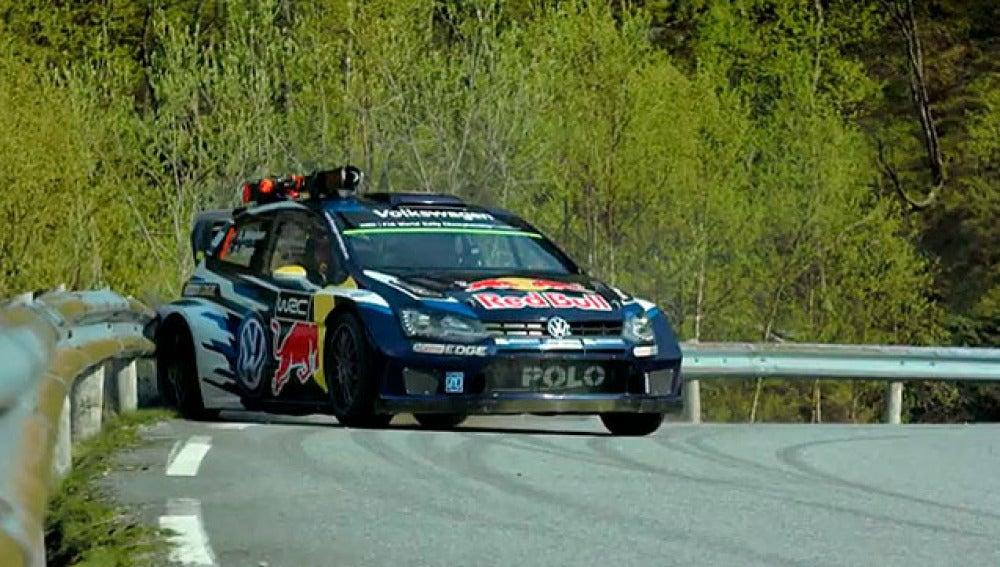 Andreas Mikkelsen pilota su Volkswagen Polo R WRC