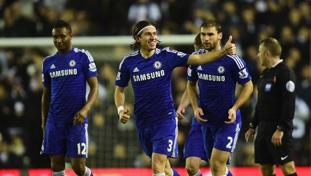 Filipe Luis, sonriente en un partido con el Chelsea