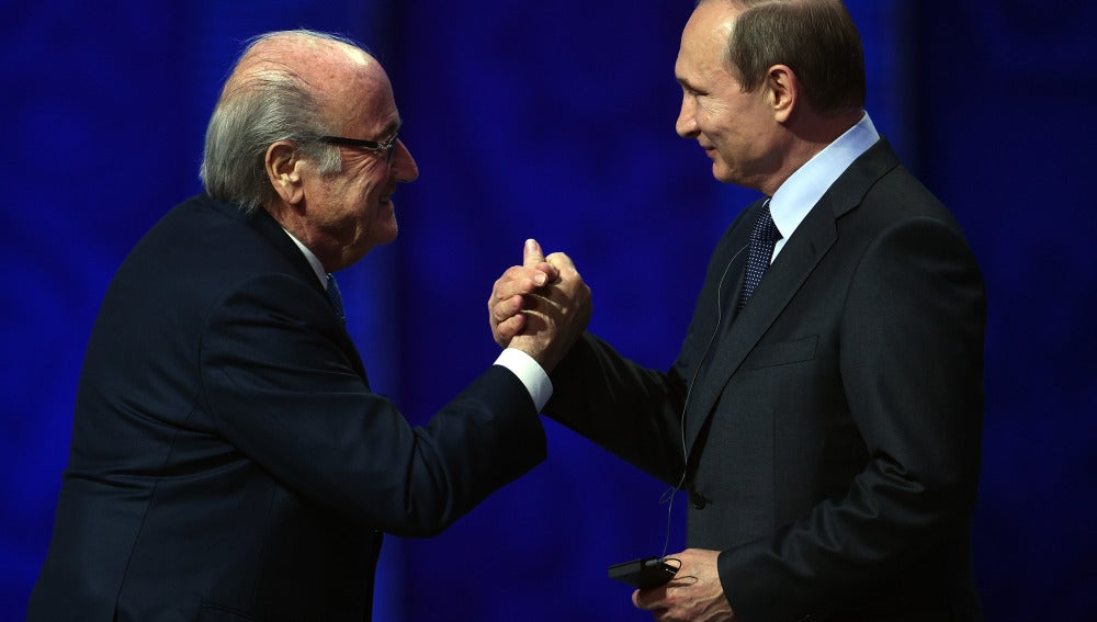 Joseph Blatter y Vladimir Putin en San Petersburgo