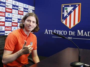 Filipe Luis en su presentación como jugador del Atlético de Madrid