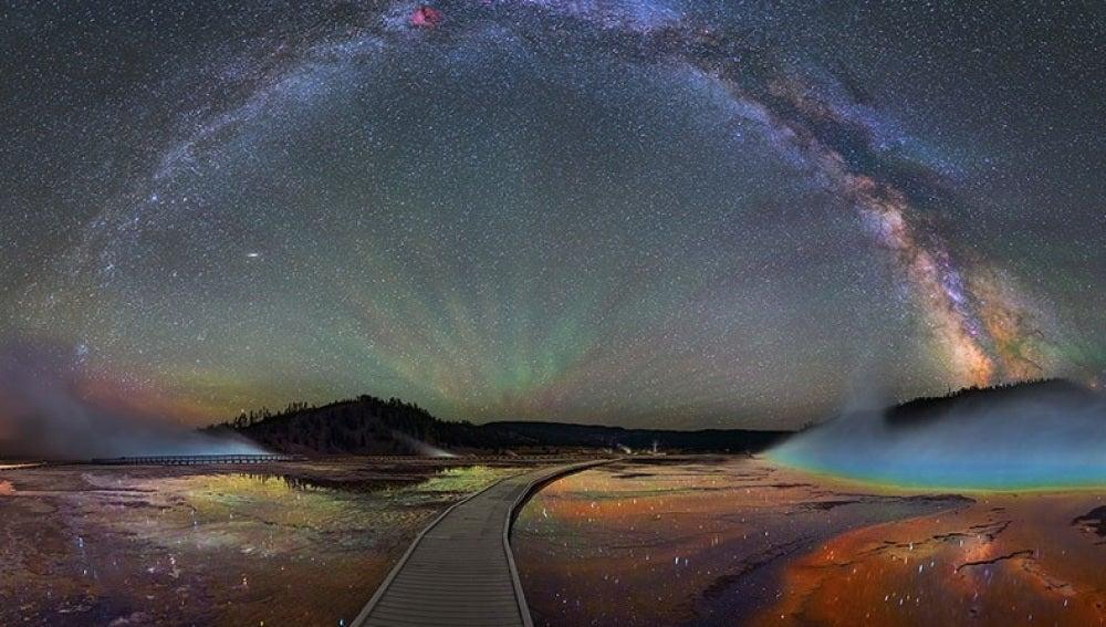 La vía Láctea, un arcoiris nocturno