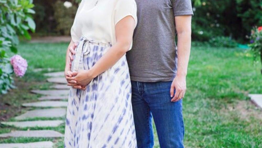 Mark Zuckerberg junto a su mujer embarazada, Priscilla Chan