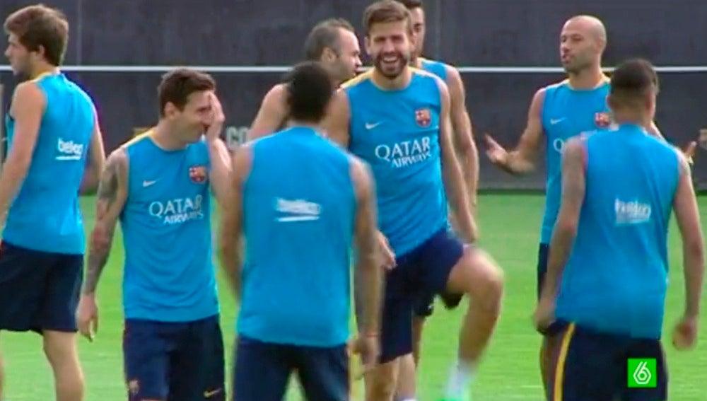 Los jugadores del Barça, sonrientes en el entrenamiento