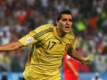Güiza celebra un gol con la Selección Española