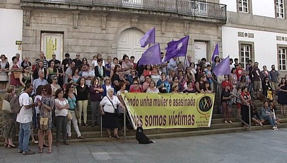 Varias ciudades acogen concentraciones en repulsa del crimen de Moraña