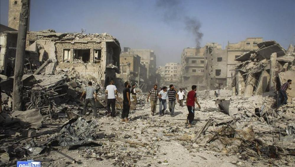 Imagen de la zona del mercado de Ariha tras estrellarse un caza del Ejército sirio