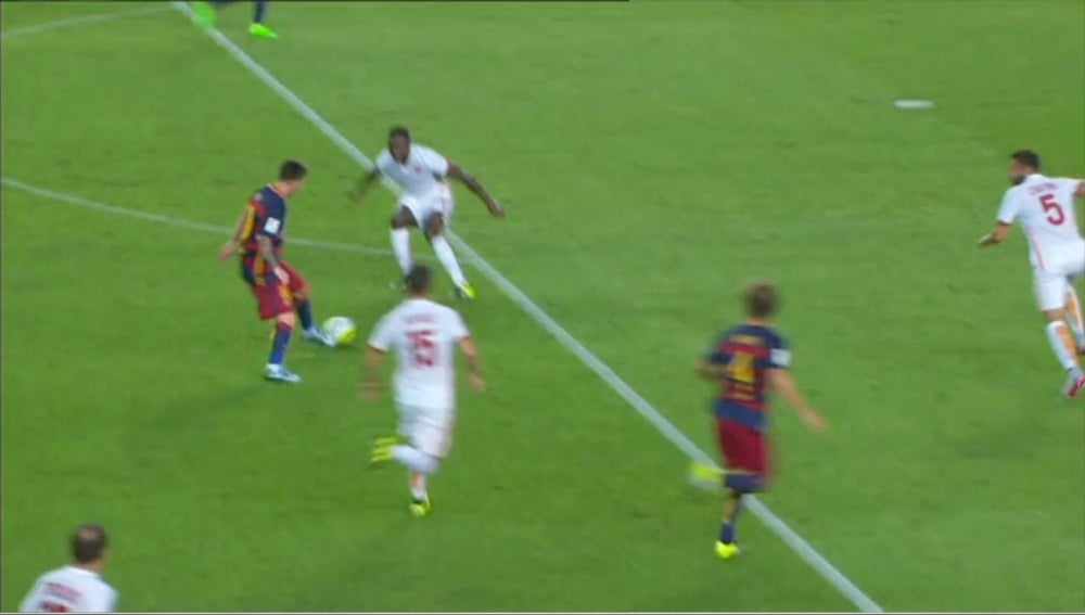 Leo Messi, caño frente a la Roma