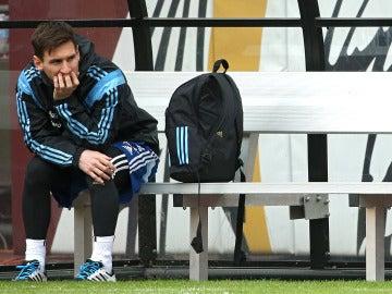 Leo Messi, pensativo durante una concentración con Argentina