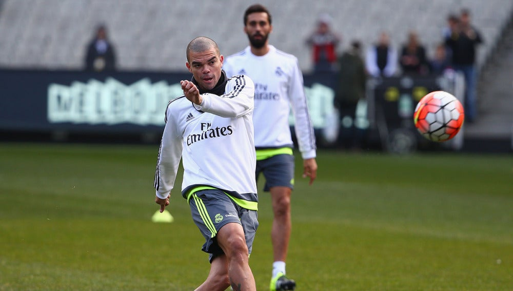 Pepe entrena con el Real Madrid