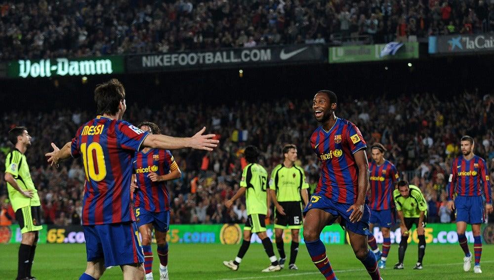 Keita celebra un gol con Leo Messi
