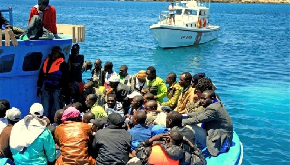Rescate de inmigrante naufragados provenientes de Libia