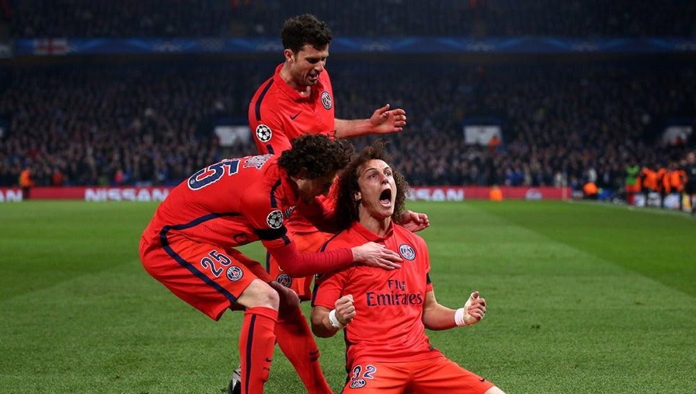 David Luiz celebra su gol contra el Chelsea en la pasada edición de la Champions