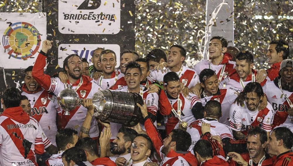 Los jugadores del River Plate celebran su victoria