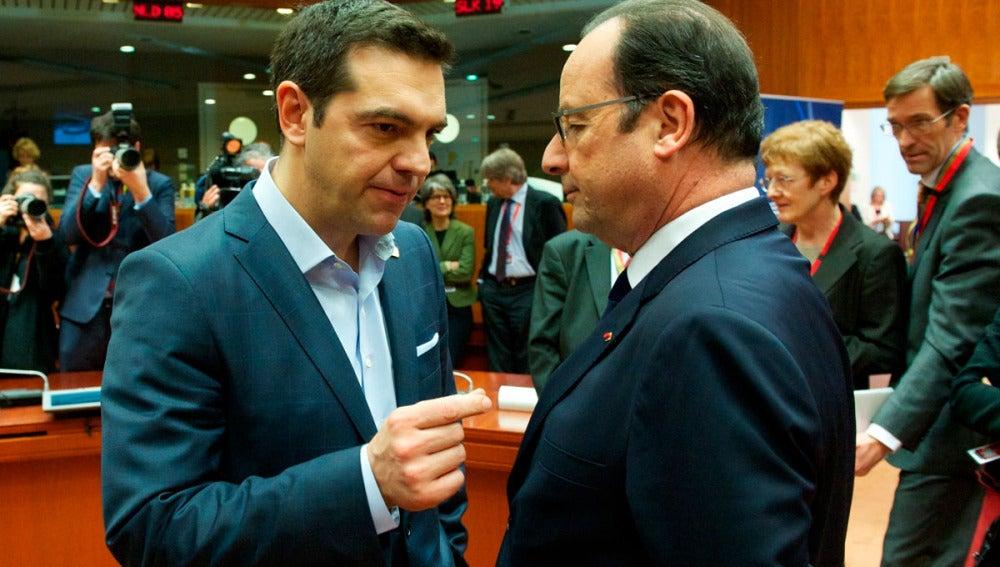 Tsipras y Hollande conversan en Bruselas