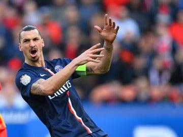 Ibrahimovic, enfadado en un partido con el PSG