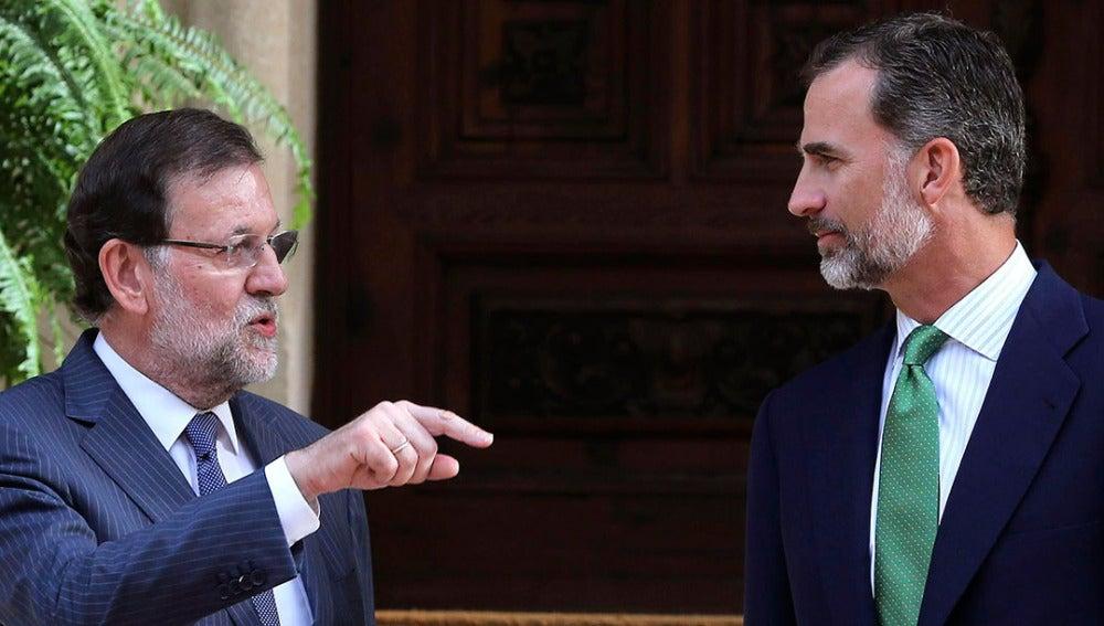 Rajoy y el Rey Felipe VI, en el Palacio de Marivent