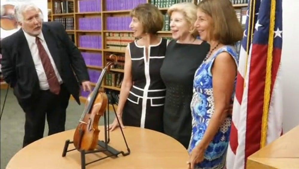 ac282c616 La familia del violinista polaco Roman Totenberg recuperó un Stradivarius  que fue robado al fallecido músico en 1980, según informó la Fiscalía  federal del ...