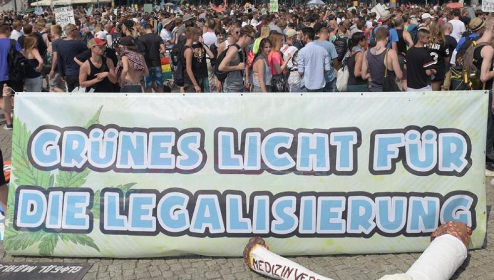 Miles de personas piden la legalización de la marihuana en Berlín