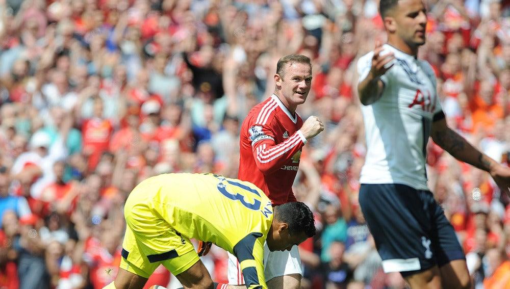 Rooney celebra el primer gol de la Premier League