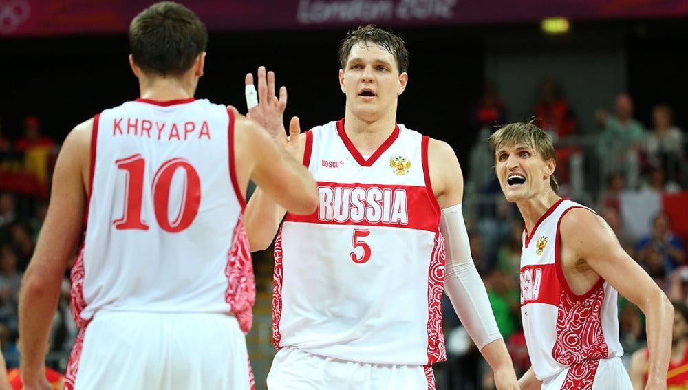 Khryapa, Mozgov y Kirilenko, con la selección rusa
