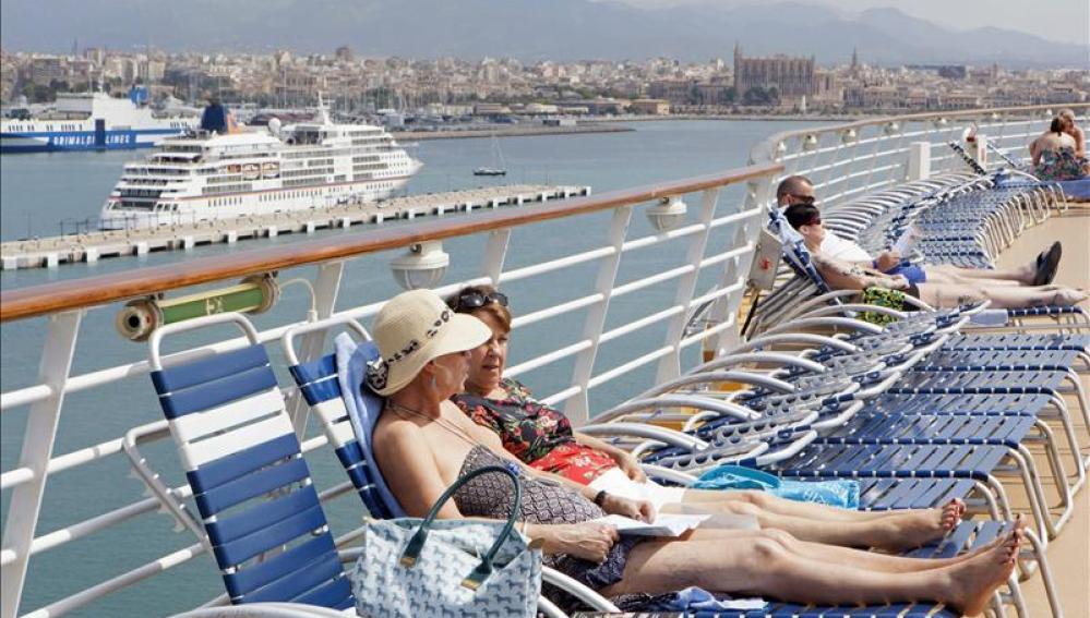 Canarias y Baleares acaparan la mitad del tráfico de cruceros