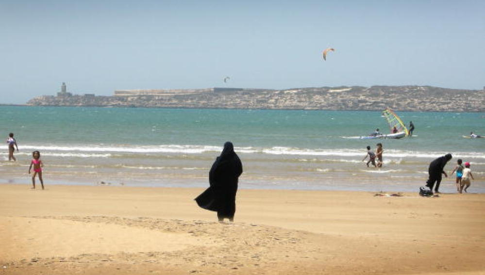 Mujeres en otra playa de Marruecos